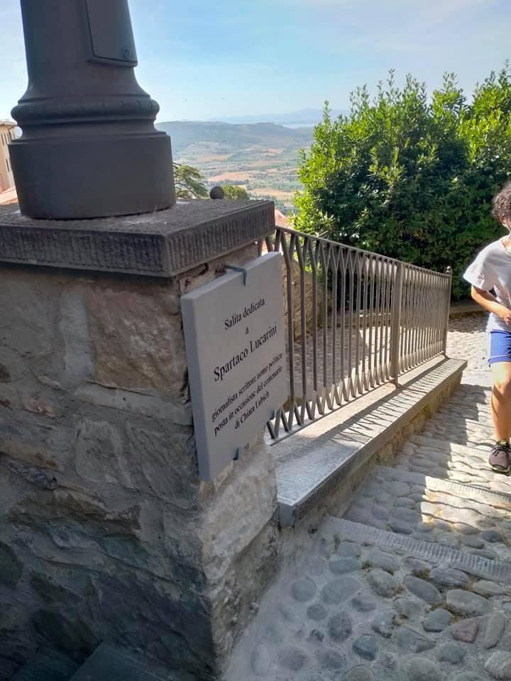 Dedicate a Spartaco Lucarini le Scale mobili di Piazza Garibaldi