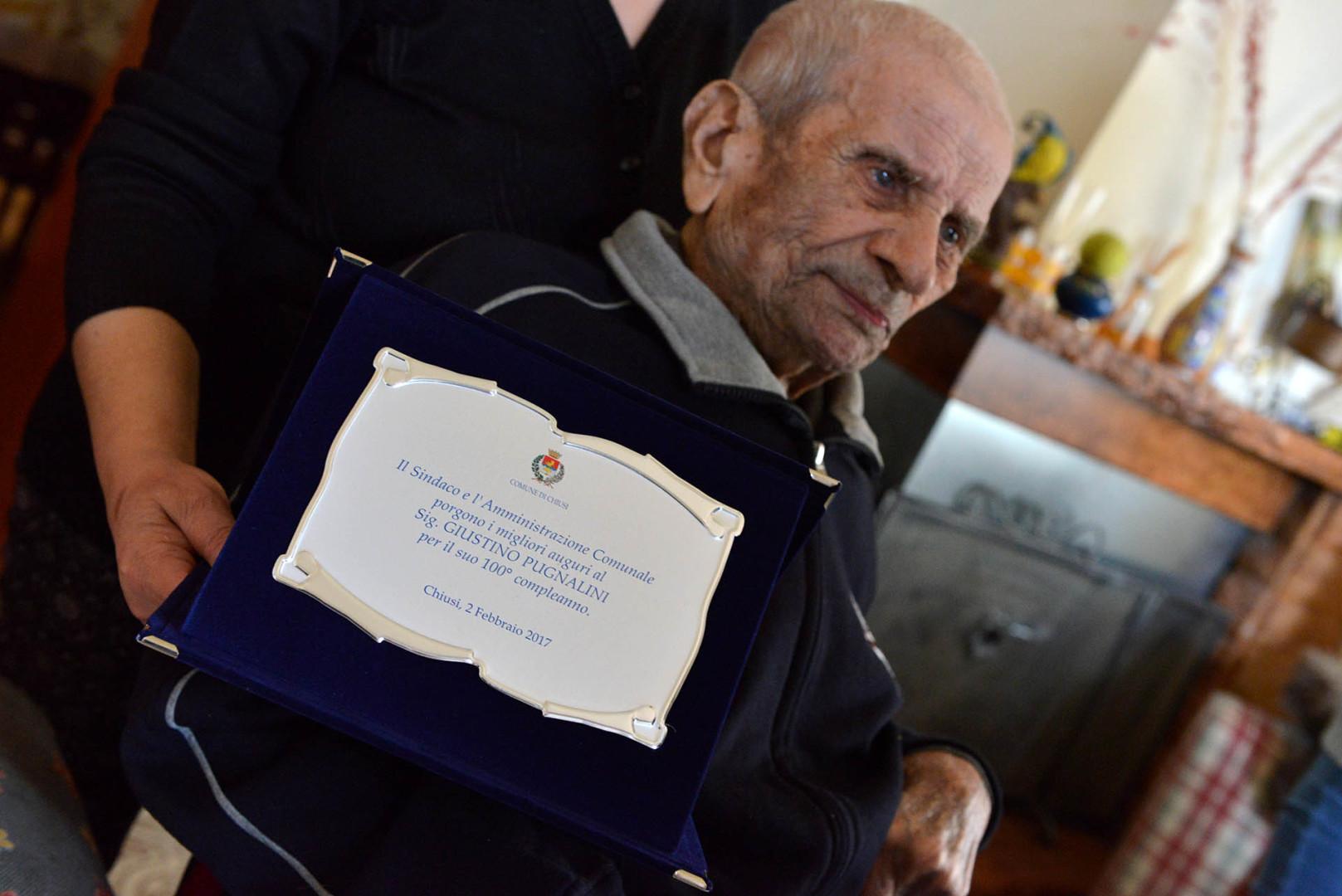 Chiusi: Auguri per i 100 anni di nonna Santina e nonno Giustino