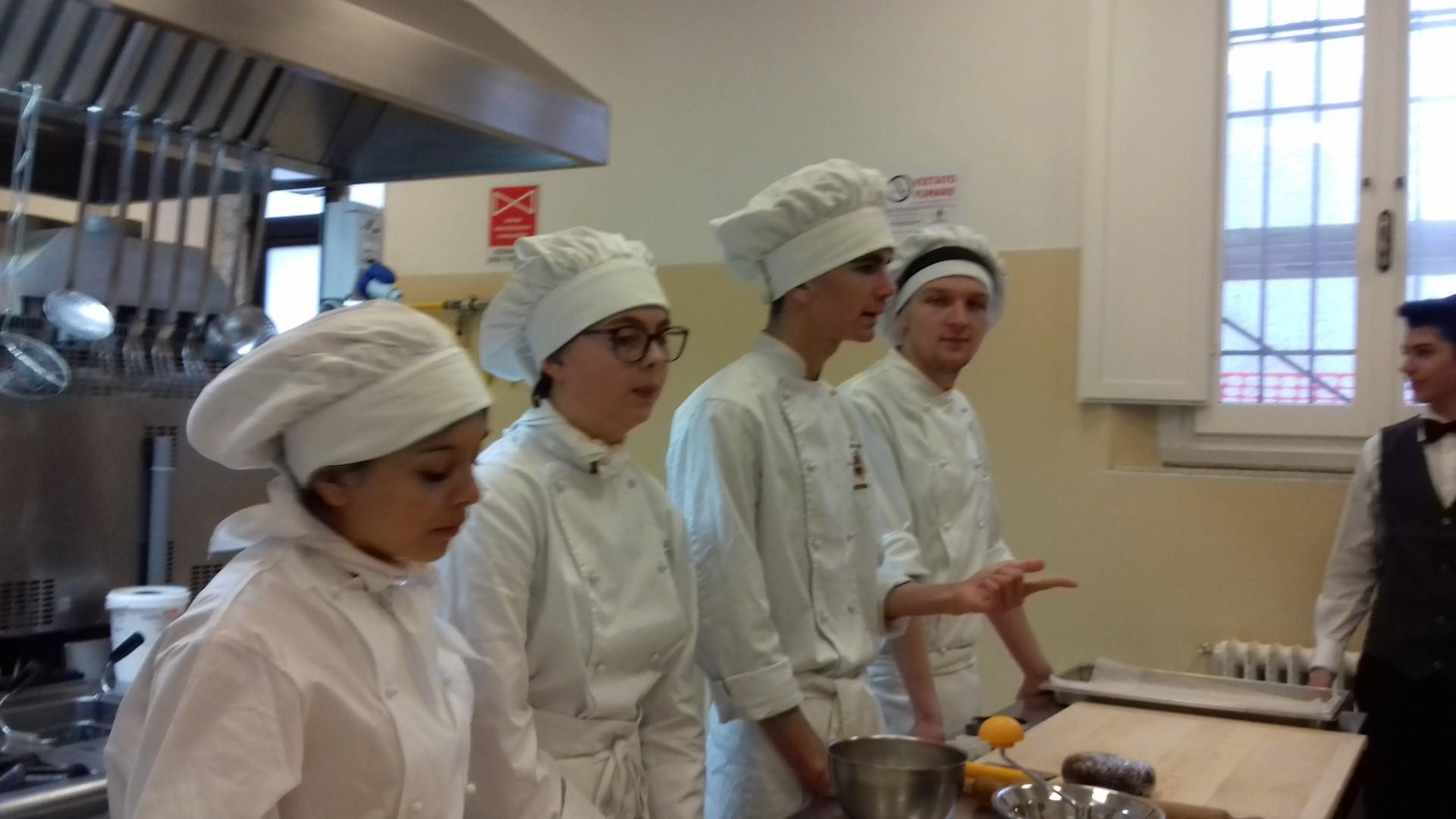 Le scuole medie del territorio di Cortona a scuola di pasticceria all'Istituto Vegni