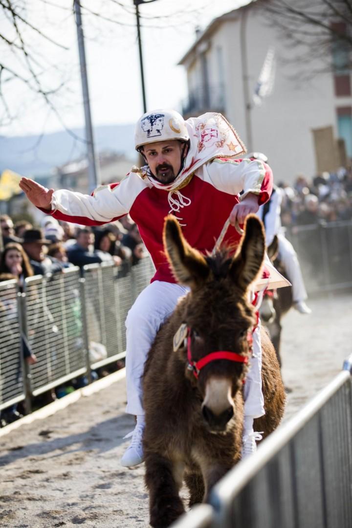 Porta Gavina, con il fantino Drago, trionfa nel Palio dei Somari 2018