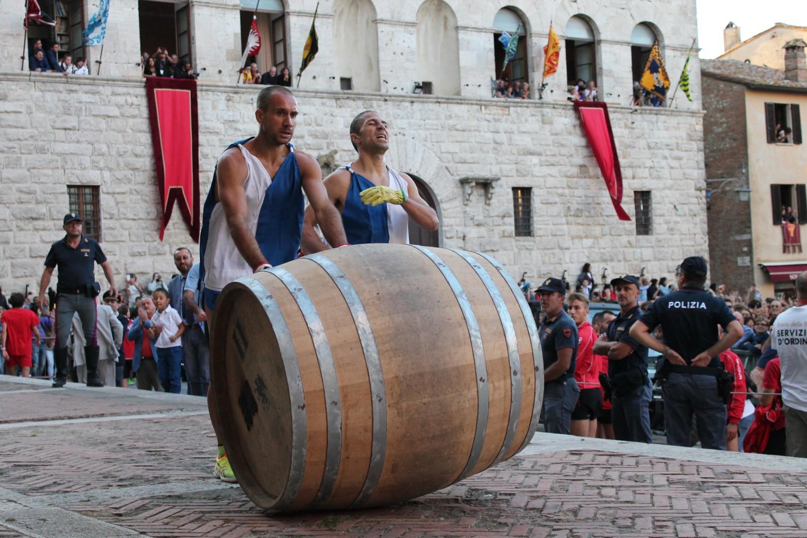 La contrada del Poggiolo vince il Bravìo delle Botti di Montepulciano