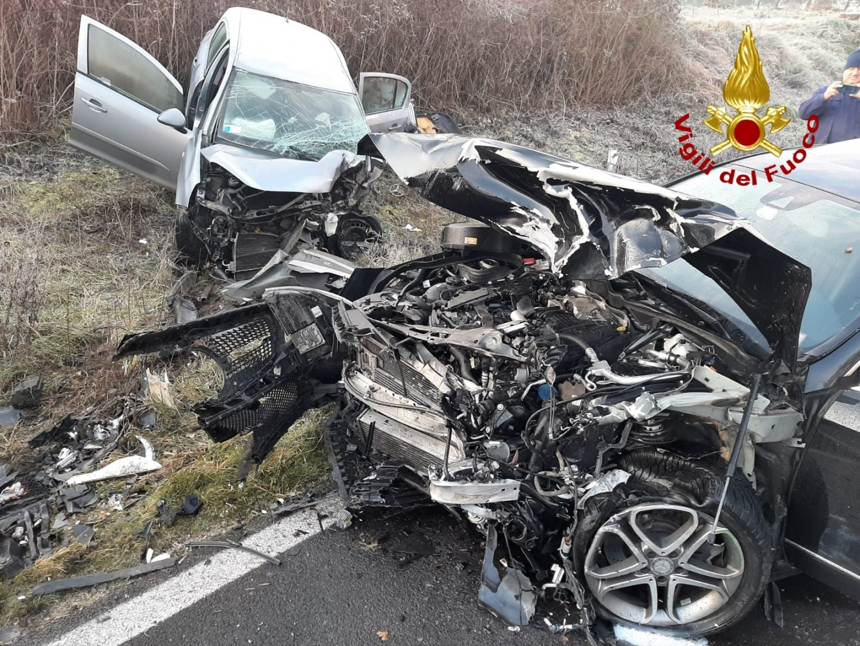 Incidente stradale a Cortona, scontro tra due auto