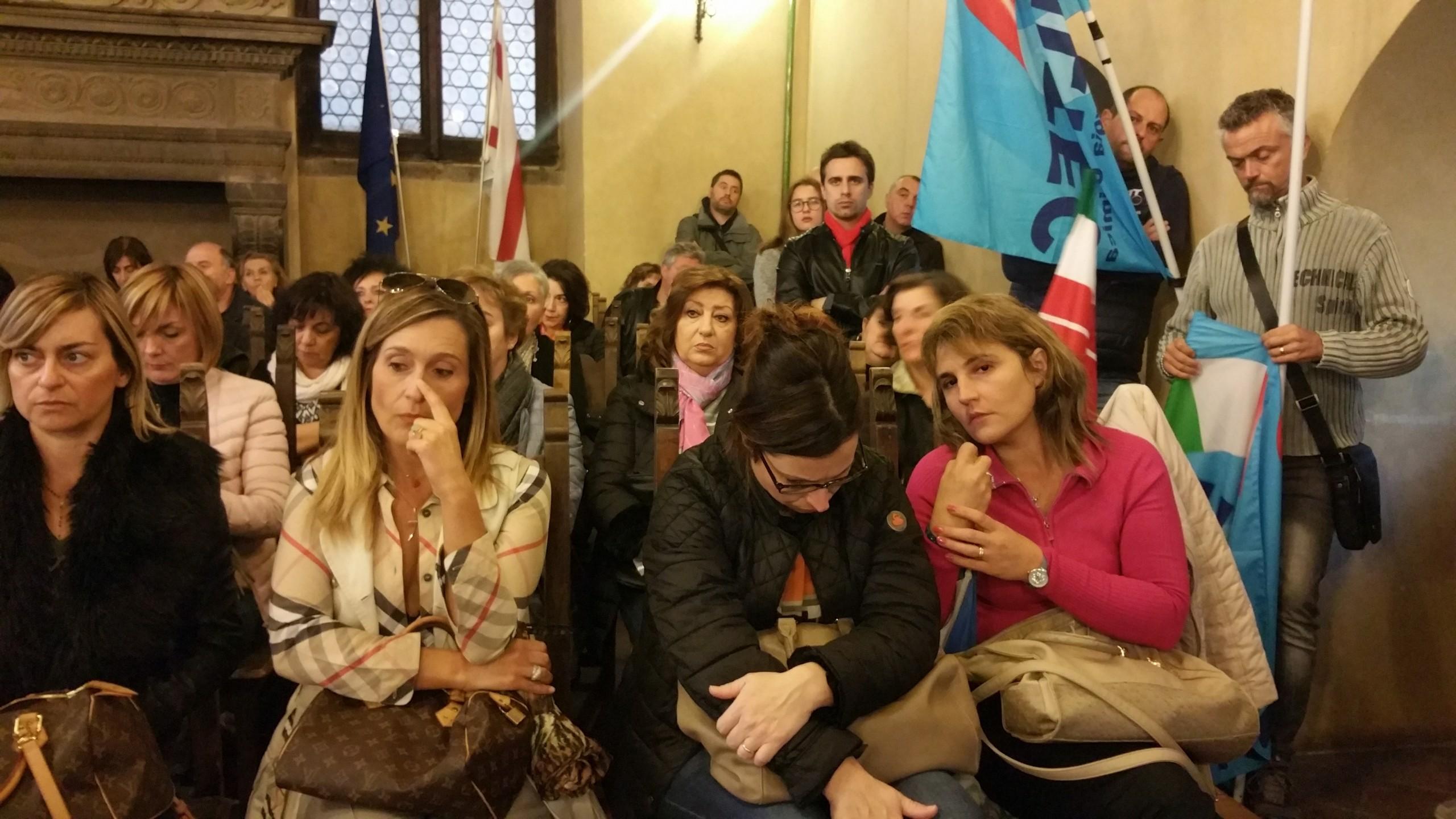Lavoratrici della Cantarelli in piazza a Cortona per chiedere risposte sul loro futuro
