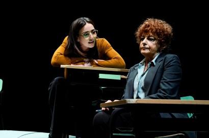 Ambra Angiolini e Ludovica Modugno in scena al teatro Signorelli con «Il nodo»