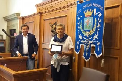 Prima del consiglio comunale di Castiglion Fiorentino salutati i 2 dipendenti comunali andati in pensione