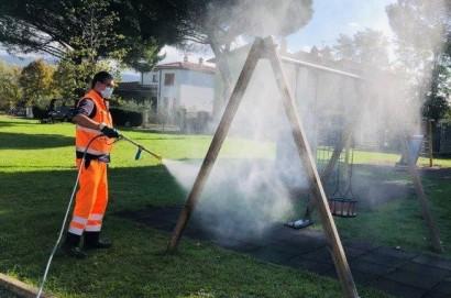 Parchi, Comune di Cortona sanifica le attrezzature ludiche