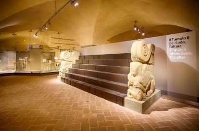 Cortona, tornano le grandi mostre al Maec: il 23 aprile si apre «Luci dalle tenebre, dai lumi degli Etruschi ai bagliori di Pompei»