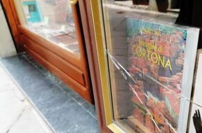 Cortona: tentativo di furto alla storica Libreria Nocentini