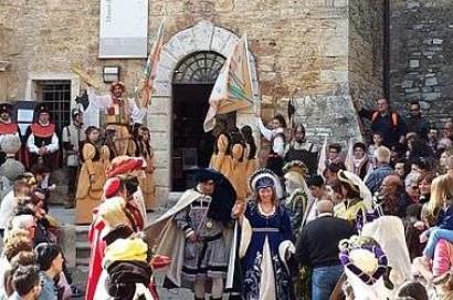 Serremaggio, viaggio al tempo del Medioevo. Il borgo si veste a festa per Ciambragina