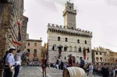 Montepulciano: il panno del Bravìo 2015 dedicato al centenario della Grande Guerra