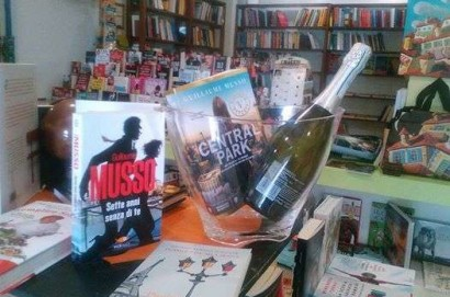 Pillole di conoscenza e gocce di vino alla Libreria Le Storie di Camucia