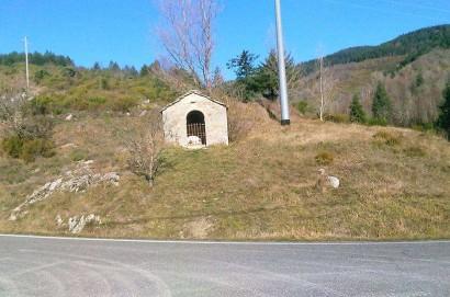 Rubata la pietra cippo all'ingresso alla cappella votiva della Cerventosa