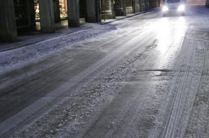 Ghiaccio sulle strade: il servizio viabilità della Provincia di Arezzo raccomanda la massima prudenza
