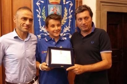 Il Campione Italiano 50 Mini Enduro 2017 Riccardo Orsini ricevuto in comune