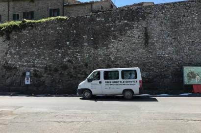 Nuova fermata per salita e discesa bus turistici  fuori  Porta Colonia a Cortona