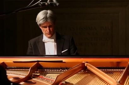 Francesco Attesti torna a suonare per la sua Cortona
