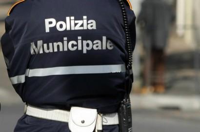 Senza patente e con un permesso internazionale di guida contraffatto: fermato e denunciato dalla polizia municipale di Castiglion Fiorentino