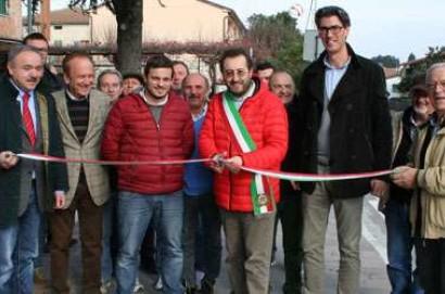 Taglio del nastro ad Abbadia di Montepulciano per i nuovi marciapiedi