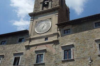 Interrogazione su assunzione dirigente area amministrativa a Cortona