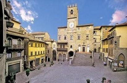 Cortona: avvio sperimentazione temporanea ZTL Piazza Signorelli e nuovi orari carico e scarico