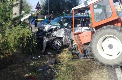 Auto contro un trattore  a Castiglion Fiorentino: 2 feriti