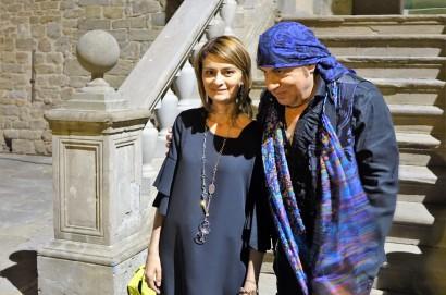 Il Sindaco Francesca Basanieri incontra Little Steven che firma con dedica il libro degli ospiti