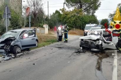 Incidente stradale a Cortona lungo via Lauretana, gravissimo un 37enne