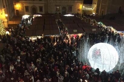 Migliaia di persone in piazza a Montepulciano per festeggiare il 2019