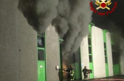 Nuovo incendio alla Raetech di Foiano  - LE FOTO DELL'INCENDIO