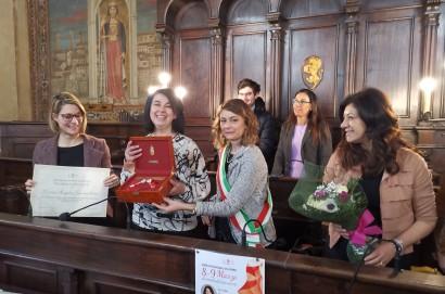 Maria Angela Franceschini scienziata con il cuore a Cortona con le chiavi della città