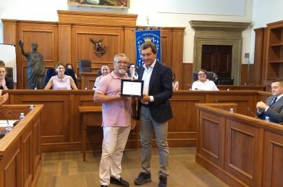 Prima del consiglio comunale, salutato il geometra Renato Poli che dopo 35 anni di attività è andato in pensione