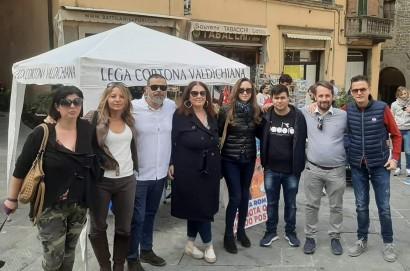 """Gazebo della Lega a Cortona """"Per promuovere la  manifestazione nazionale del 19 ottobre a Roma e per ascoltare problemi e priorità dei cittadini"""""""