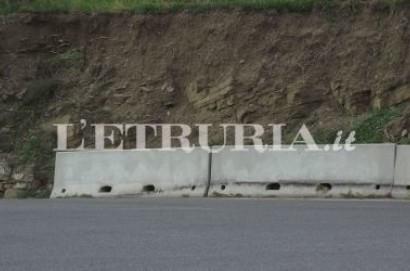 Muro crollato da anni, a quando l'intervento?