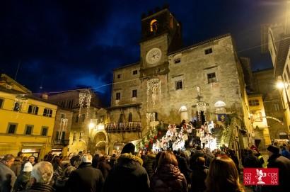 Natale a Cortona, ottimo inizio: visitatori in fila alla casa di Babbo Natale