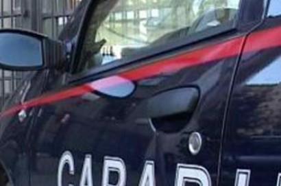 Carabiniere libero da servizio salva un uomo che stava cadendo dal tetto