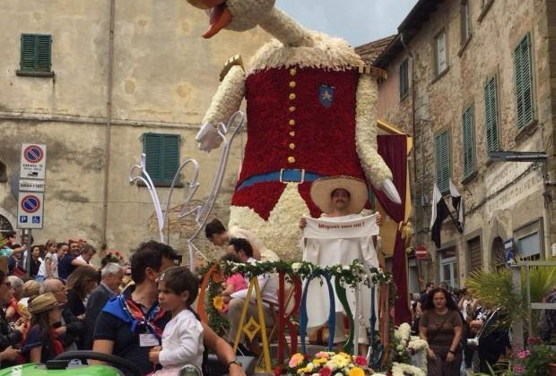 Successo per la prima domenica di Maggiolata a Lucignano