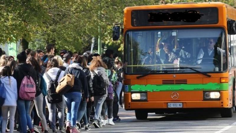 Caos trasporti: gli studenti non ci stanno. Basta «Norme contraddittorie»