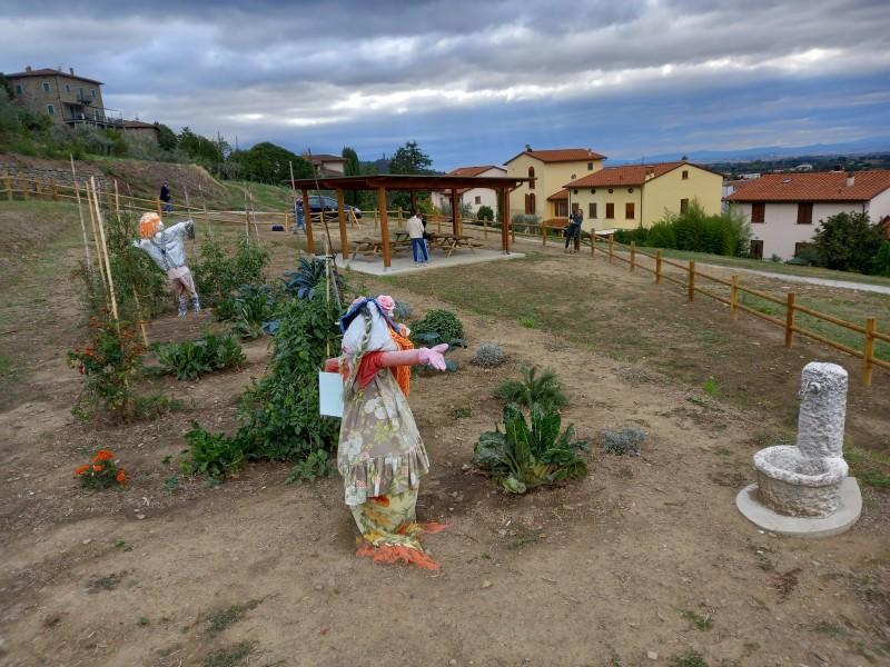 """""""Giardino al Belvedere"""": l'area prospicente la scuola primaria """"Ghizzi"""" si trasforma in un'aula a cielo aperto"""