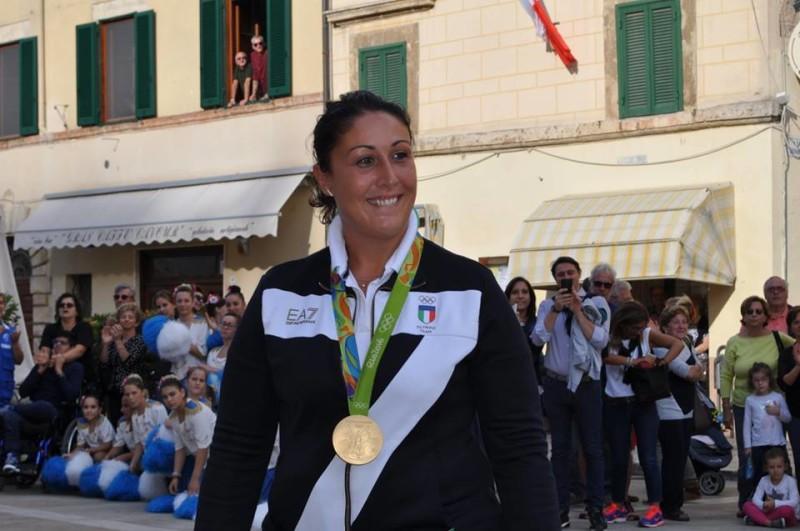 Bagno di folla a Cetona per Diana Bacosi e il suo oro olimpico nel tiro al volo