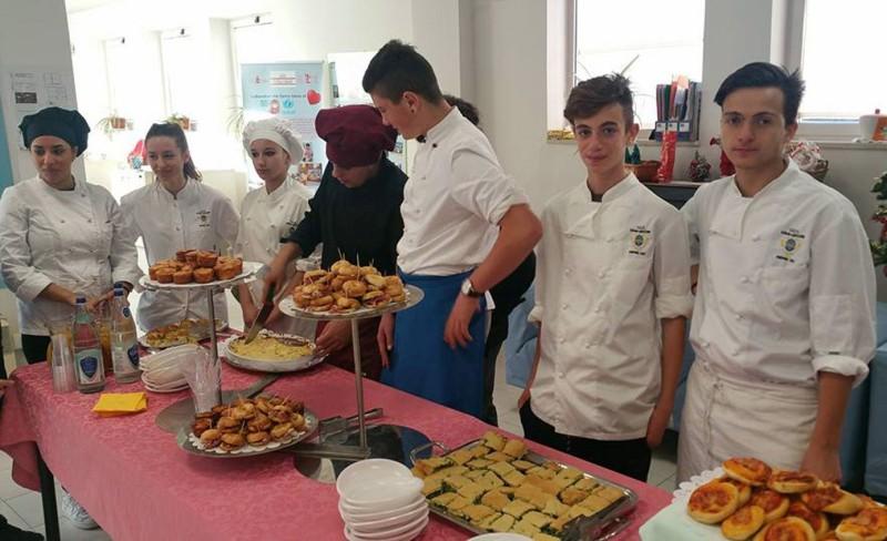 Cucina e solidarietà: il Vegni incontra gli anziani del centro Sernini