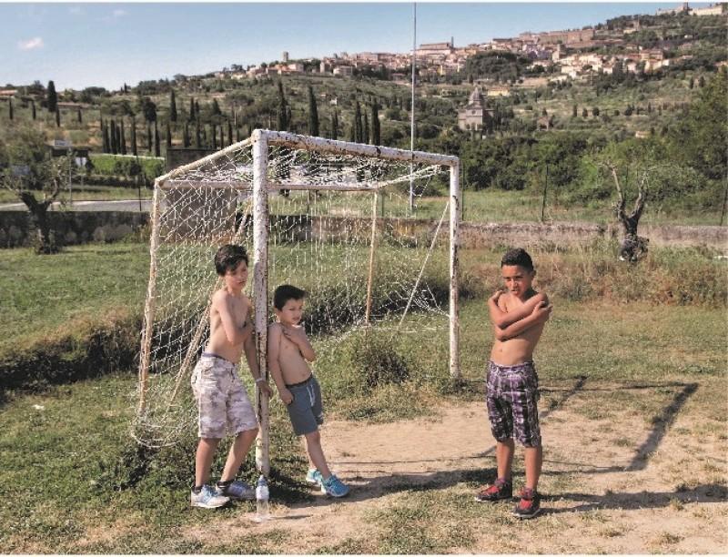 """""""Non solo gol"""" un progetto fotografico tra  Sport e  Sociale"""