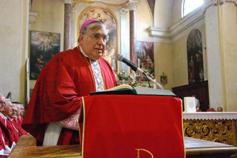 Paura per il vescovo Fontana: si sente male durante la messa