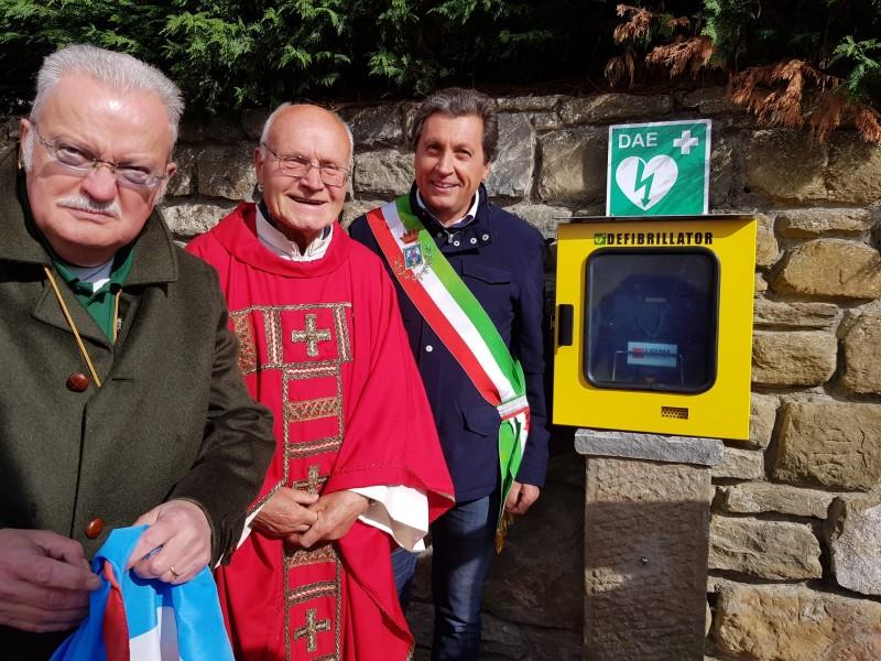 Inaugurata la postazione del defibrillatore nei pressi della chiesa di Montecchio Vesponi