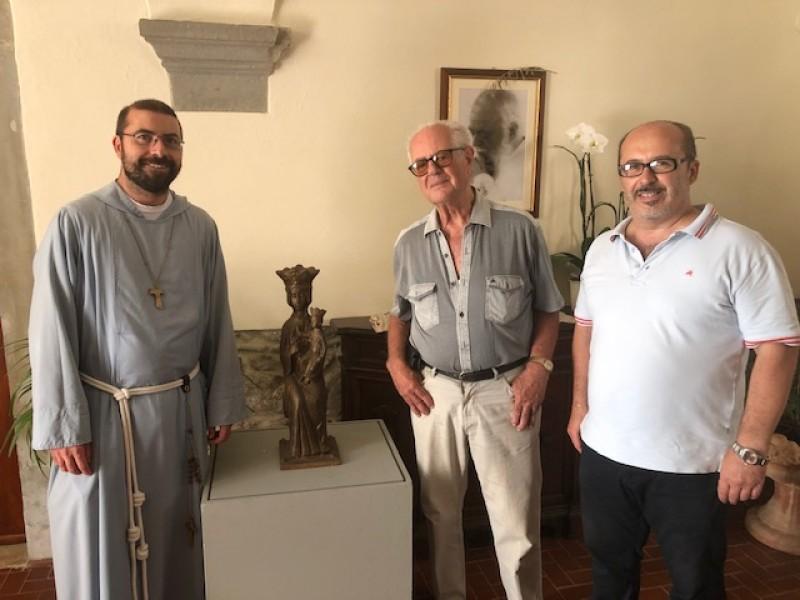 Franco Zazzeri dona una statua della Madonna al santuario delle Vertighe